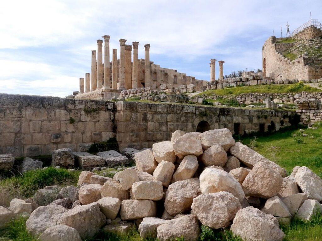 Sanctuary of Zeus Olympios- Jordan Day Tour & More - Jerash
